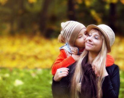 «Não obrigo o meu filho a dar beijos a ninguém… Não quer dar, não dá!»